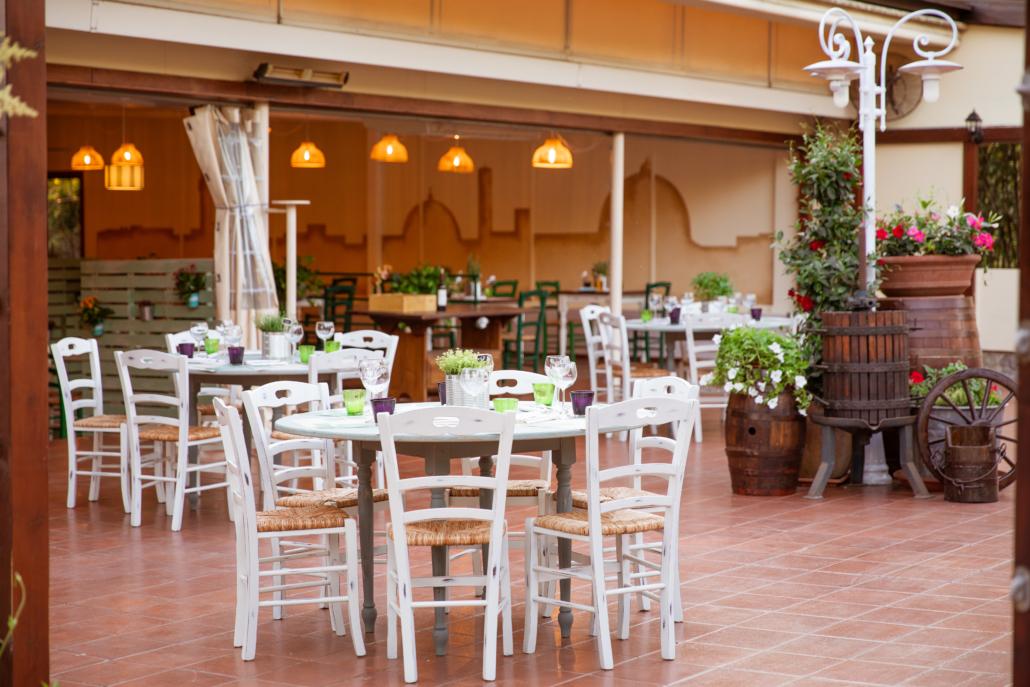Ristorante-pizzeria con veranda e giardino
